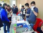 Emprendedores colegiales muestran sus productos