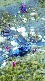 Accidente en Yungas deja dos muertos y 8 heridos