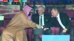 El príncipe de Arabia Saudí (i) y el Presidente ruso (d) se dieron la mano.