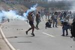 Cerca de 70 heridos en protestas de Caracas tras intento de levantamiento