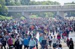 Tensión e incertidumbre entre caravana migrante