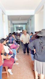 Dengue colapsa centros y hay personal infectado
