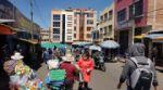 Sucre: Comercios abiertos, circulación vehicular y variada oferta por San Roque