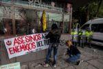 Cinco muertos y ola de destrucción en protestas por agresión policial en Bogotá
