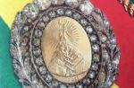 """Evo denuncia """"inusual"""" traslado de medalla; Tuto le recuerda que estuvo en un burdel en su gestión"""