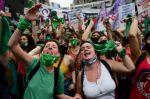 Diputados aprueba legalización del aborto en Argentina y debate pasa al Senado