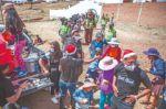 La solidaridad toma las calles en una Navidad con restricciones