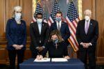 """Solemnidad y tensiones en el Capitolio por el histórico """"impeachment"""" de Trump"""