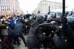 La esposa del opositor ruso Navalni dice haber sido detenida en Moscú