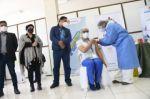 Potosí comienza la vacunación anticovid: cinco médicos recibieron la primera dosis