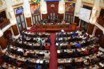 """MAS aprueba amnistía para """"perseguidos"""" del Gobierno de Áñez en medio de protesta de opositores"""