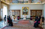 El papa recorta los salarios de los cardenales y miembros de la curia romana