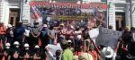 Un grupo de maestros, echados a empujones por exigir una mejora salarial a Arce
