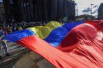 Una adolescente se suicida tras presunta agresión policial durante protestas en Colombia