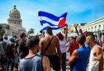 """Biden pide """"escuchar"""" al pueblo cubano y AMLO rechaza """"intervencionismo"""""""