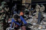 La ola de violencia y saqueos no cede y ya son 45 los muertos en Sudáfrica