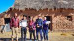 Evo presenta al equipo que filma un documental sobre su vida en Orinoca