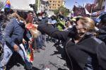 Insultos y empujones entre simpatizantes y contrarios a Áñez en Miraflores