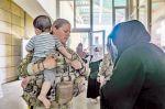 Afganos apuran su salida antes del plazo final