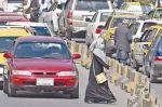 Talibanes usan la fuerza contra marcha de mujeres