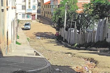 Exigen conclusión de obras en el barrio Eduardo Avaroa