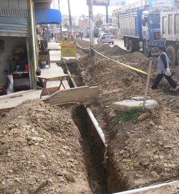 Pavimentos avanzan, pero   perjudican a pobladores