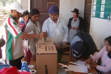 Caminatas y caravanas caracterizan a las campañas electorales en Sucre