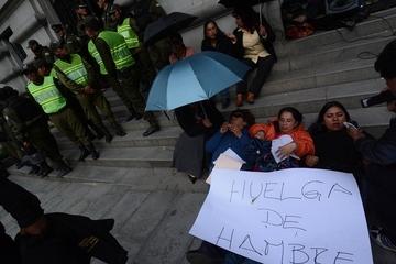 Gasifican manifestación de protesta por despidos en alcaldía paceña