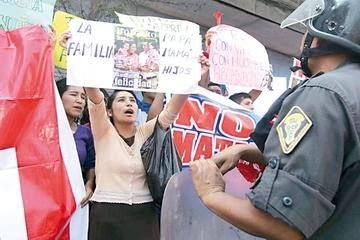 Perú: Congreso rechaza unión de homosexuales