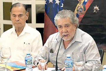 Maduro pide más poder para responder a EE.UU.