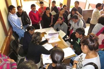 Dos distritos dan trabajo a maestros por compulsa