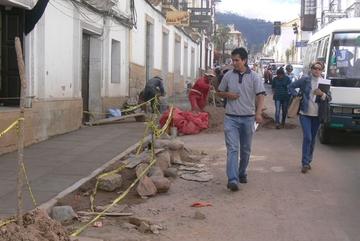 Vecinos ven afán político en obras; Comuna niega