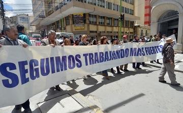 Gobierno califica de abuso detención  de periodista y el gremio se moviliza