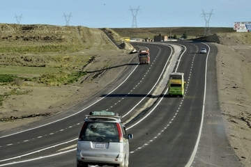 Gobierno y choferes pactan aumento del peaje en la Doble Vía La Paz-Oruro