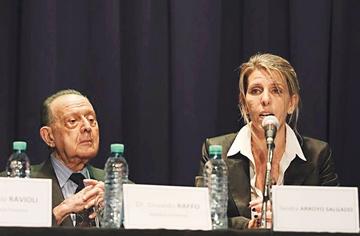 Afirman que Fiscal Nisman estaba arrodillado al morir