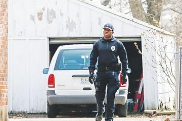 Vuelve la tensión racial tras tiroteo a dos policías