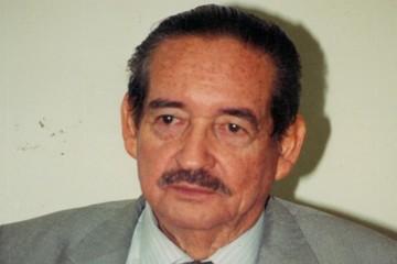 Muere Dermizaky, primer presidente del Constitucional