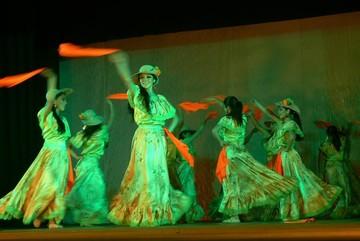 Estudio de danza muestra la riqueza cultural del país