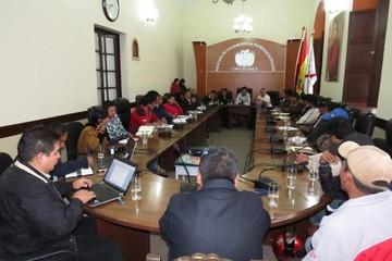 Dirigentes distritales piden liberación de la deuda de Elapas