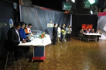 Candidatos sellan compromiso en encendido debate