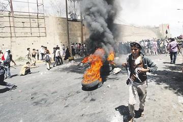 Yemen: Huye presidente y pide una acción externa