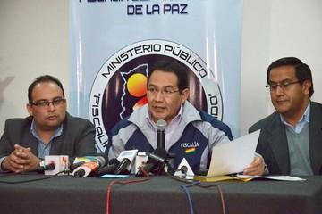 Echan a Santos y a otros seis fiscales en el Distrito de La Paz