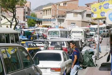 Vecinos no ven avances en Sucre, mientras Alcalde destaca cifras