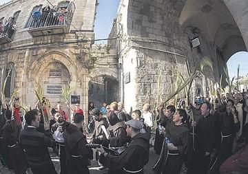 Miles de cristianos inician la Pascua en la antigua Jerusalén