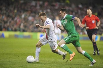 Irlanda empata al final