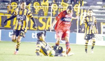 """La """"U"""" cae a manos de un """"Tigre"""" de Copa"""