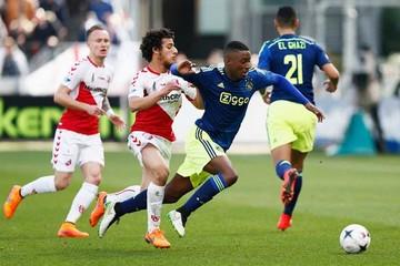 Ajax empata con Utrecht y se despide del título