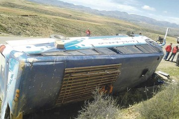 Nuevo accidente carretero deja 12 personas heridas