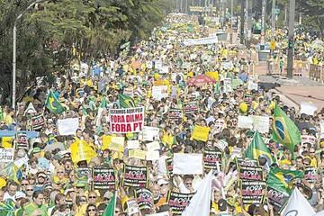 Miles de personas vuelven a protestar contra Rousseff