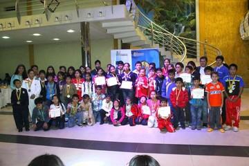 Niños reciben premios